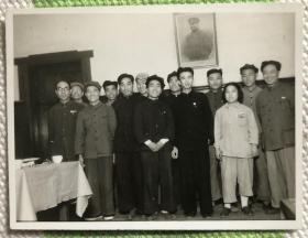 潘长有、钱嘉光、李兆珍(《中国职工劳模大辞典》名列第一)等九位新中国第一批劳动模范1950年出席全国工农兵劳动模范代表会议合影 精美老照片一枚
