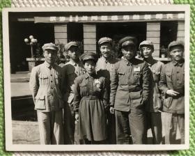 著名战斗英雄张明、李兰丁 1950年途径天津时合影留念 精美老照片一枚