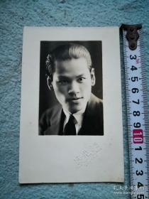 【民国老照片:约1932年 男士明信片式肖像照片 好一个帅哥】 广州永汉路光艺照相馆拍摄