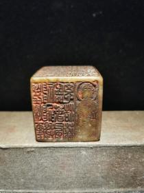 寿山石六面方形印章,正方体六面满工篆刻,三面雕有佛像图,六面篆刻字体,寿山石材质,重354克,详细可见细图,底价包邮