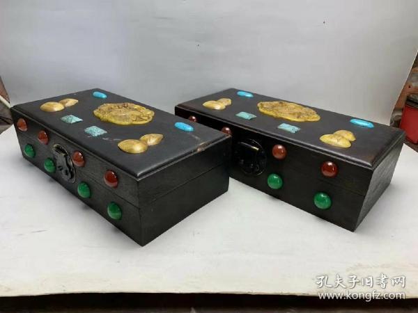 民國時期紅木朝珠官箱一對,鑲嵌翡翠,寶石,綠松石,高古玉大吉大利,朝珠為翡翠和紅珊瑚,特殊難得,品如圖