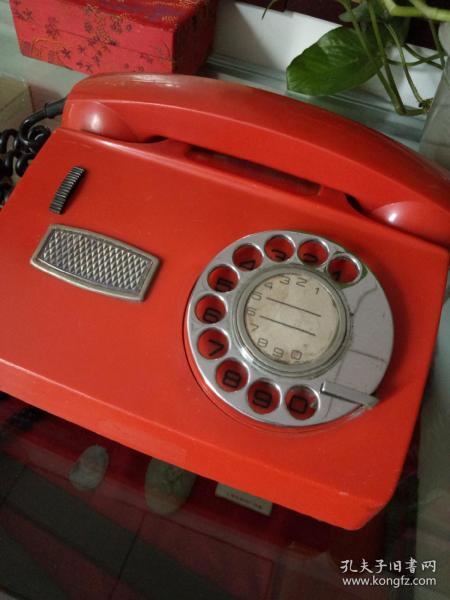 紅紅的老電話