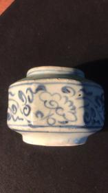 元青花花草纹六方矮罐(此器型在元青花器中为仅见)
