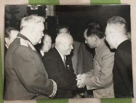 50年代毛主席与赫鲁晓夫握手 赫鲁晓夫访华原版新闻照 老照片一枚