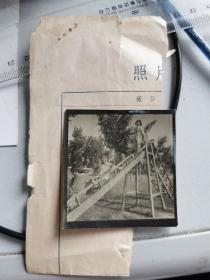 1958年安徽画报底稿老照片一张:儿童玩木质滑滑梯。
