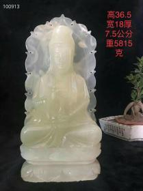 和田青玉菩萨一尊,玉质油润,雕工精湛。