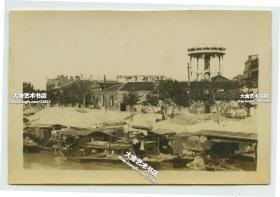 民国时期上海老城苏州河边一带老照片,可见自来水塔