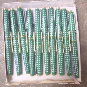 英雄笔1盒10支(两种色)。