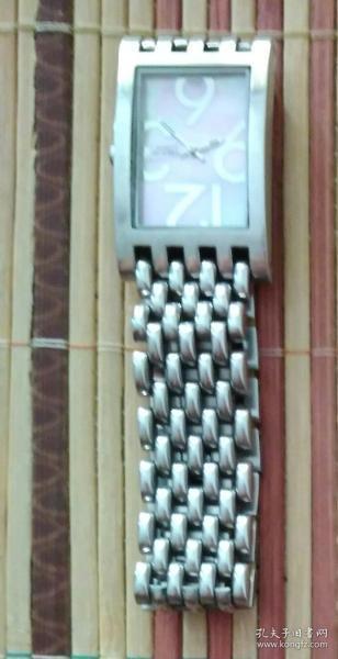 女式手表(帶有原盒)(已停止轉動,需要維修)