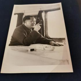 稀见《毛主席在火车上》早期银盐纸基 原版 厚相纸 效果如图明白!非新闻照片!