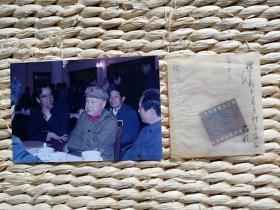 【超珍罕 钱学森 戎装照 原版底片 及扫描后翻洗6寸彩色 照片 依然非常清晰】 ====  此照片为 1985年8月 拍摄,距今快40年了(单要照片30一张)