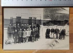 【古董级】收藏级别老明信片--日据时期--合资会社中松制炼公司成员合影--背面日文