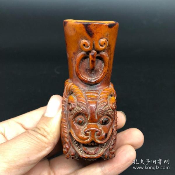 舊藏鹿角手工雕刻瑞獸爵杯,長7.5厘米,寬3.4厘米,高8.5厘米,重163克