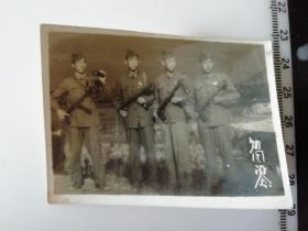 抗美援朝老照片 手拿望远镜冲锋枪的中国人民志愿军 归国纪念