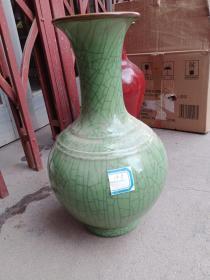 瓷器一件,胎体厚重,个头中等偏大,年代未知,釉色和釉水都不错,喜欢的来买,售出不退。2007年收的。