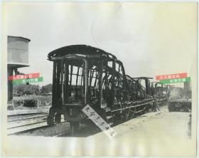 1937年日军轰炸京沪铁路(南京-上海)区间松江火车站,制造了惨无人道的松江火车站惨案,300余人死亡,400余人重伤,其中大多是妇女和儿童。