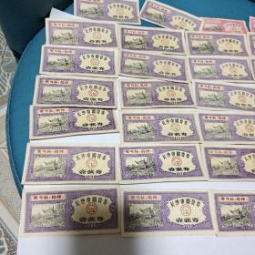 1975长沙市购货券(24张)+1970长沙市油票13张+1974湖南省购粮券拾市斤2张+1978拾市斤4张+1978伍市斤4张,上了照片的一起合售
