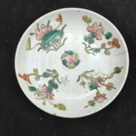 清代粉彩四季花卉小盘一个,道光年制,有冲线,边有一小磕,基本接近全品。尺寸看图