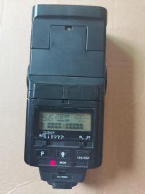 雅奇(ACHIEVER)632LCD闪光灯是一款自动调光多功能专业闪光灯,是国产外插式单体闪光灯中的最高档产品之一,自动化程度高,供专业摄影用。新买的南孚电池,可以正常使用。