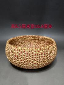 村里收到的珍珠红釉精品笔洗,包浆厚重,瓷质细腻,完整全品。成色如图。