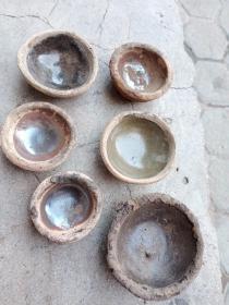 瓷器,年代辽金元 ,个头不大,包真包老,售出不退,釉色每个都不一样,大小也不一样,有研究价值,永远保真,标的是一堆的价格。平均一个50元。