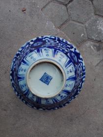 清代瓷器,底有小磕,口有冲线 ,包真包老,有瑕疵,要求苛刻者勿拍,永远保真,售出不退。