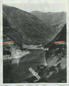 1941年二战滇缅公路澜沧江湄公河上的悬桥老照片,这座桥是日本轰炸机飞行员的重点关注目标