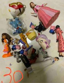 一堆卡通人物玩具打包處理