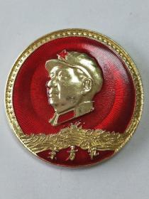 毛主席像章。《東方紅》。帶領章帽徽。金星邊一半。大海。背面:星中星。