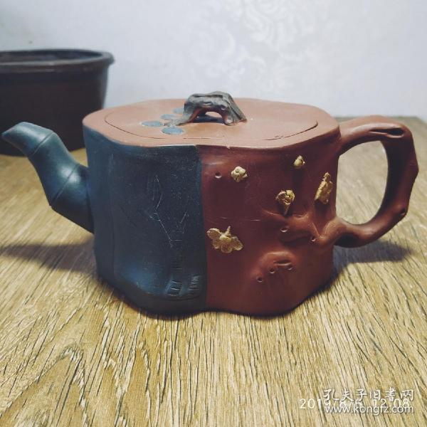 早期紫砂壺一把,身桶完整,蓋有微磕和窯裂,不影響使用。60包快遞