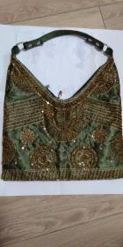 女包,缎布面绣线加花片,长30,宽30,全新,包身和拉链质量超好