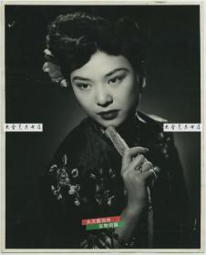 民国时期照相馆拍摄精品人物肖像,轻托香腮的妙龄女子老照片