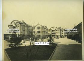 民国上海法租界的克莱门公寓(玉门公寓)洋房建筑庭院内部全景老照片,现上海市-徐汇区-复兴中路1363弄1~38号一带,是1929年比利时人克莱门与教会合办新建的。