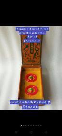描彩祥龙漆器木藏宝盒装冰种翡翠手镯+乾隆款银鎏金镶冰种翡翠戒指一盒。翠质冰透细腻,种水十足,色彩艳丽,佩戴贵气,包浆浓郁,保存完好,收藏珍品