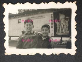 文革 老照片 儿童 上海 背后宣传栏