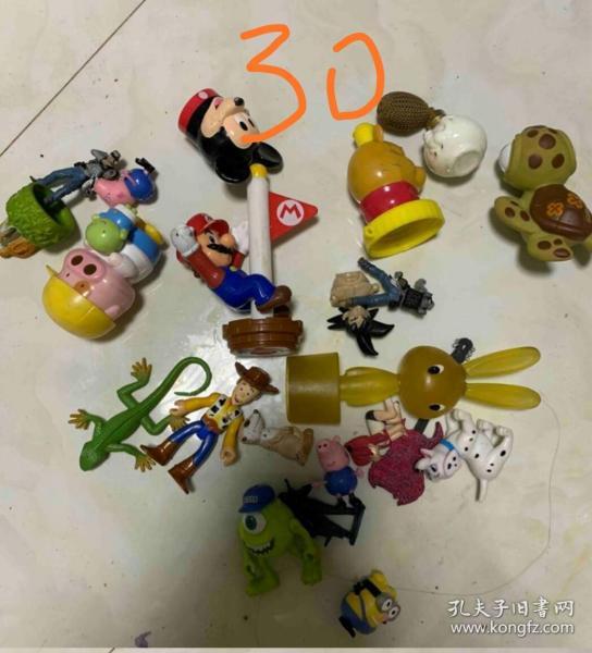 一堆卡通動物玩具打包處理