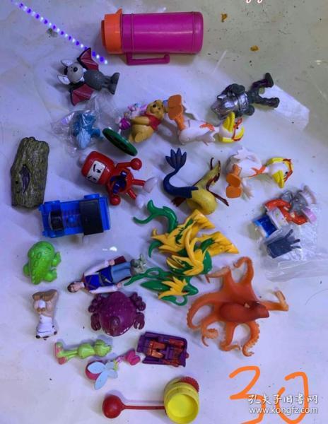 一堆老彈膠玩具打包處理