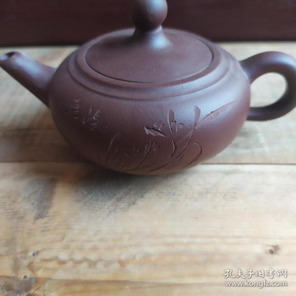 早期手工制作紫砂壺,小容量200cc。泥料純正,原礦紫泥。偏遠地區不包郵