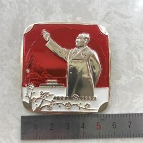 红色纪念收藏文革时期毛主席像章胸针徽章老物件招手挥手梅花方版