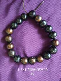老黑珍珠手串19粒。