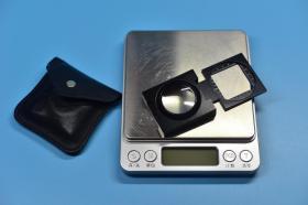 【便攜三折疊10倍放大鏡】器型工藝見圖片,可以三折疊打開手持觀看。器長5厘米,寬4厘米,厚度1厘米。無磕碰無污漬,折轉靈活手感適中,自然使用九五新。