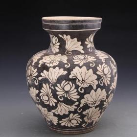 吉州窯黑地白花折枝花卉紋盤口罐