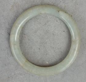 清代民国时期翡翠袈裟环或手镯,1只,色泽古雅,大体品相如图。保老。