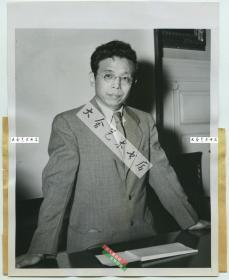 民国1945年美国医药援华会副会长,福建华侨许肇堆博士肖像老照片,擅长使用氨基类药物治疗胃溃疡等疾病,他是北美著名的医学科学家。
