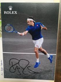 网球天王、历史上最伟大的职业网球运动员、男子单打世界排名第1、劳伦斯历史上得奖最多的运动员、5夺劳伦斯奖、温网5连冠、美网5连冠、法网全满贯、20届大满贯得主、101个个人冠军、28个大师赛冠军、《时代》2018年全球最具影响力人物、罗杰·费德勒(Roger Federer)、亲笔签名、官方精美照片1张(非常珍贵、非常罕见)