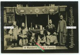 清末民初银盐照片烟画一张, 1900年庚子事变时期北京满族家庭合影,泛银。5.7X3.8厘米