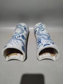 青花龙纹瓷枕一对,画工细致,釉色漂亮,纯手工绘画,尺寸如图。