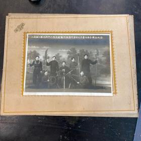 1951年大连迷踪拳大师王子华与弟子等人合影照片一幅,长20cm,宽14.6cm。