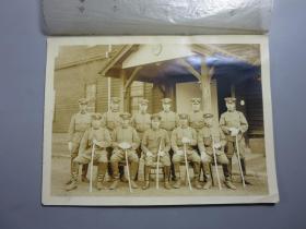 抗战时期侵华老照片:日军军官合影(附名)  尺寸:16.5CM*12CM