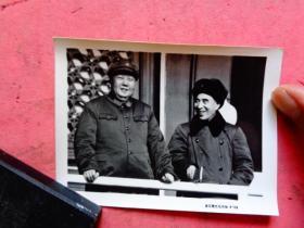 文革照片;伟大领袖毛主席和林彪在天安门城楼上【武汉图片社印制4-39】(10×7.3)